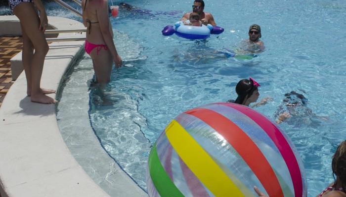 free family entertainment at Days Inn, Panama City Beach, FL